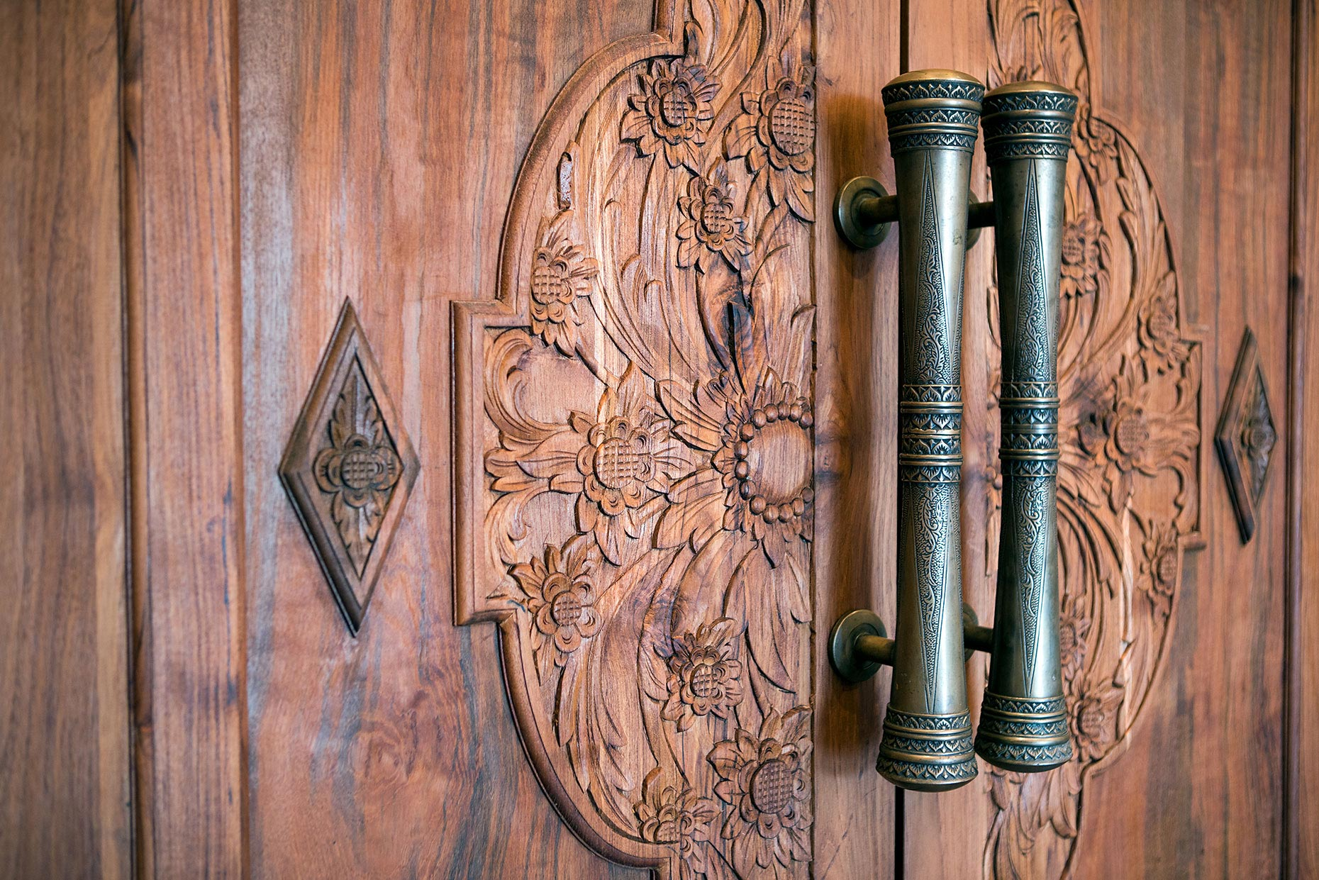 Arna_Spa_Balinese_Doors_Detail