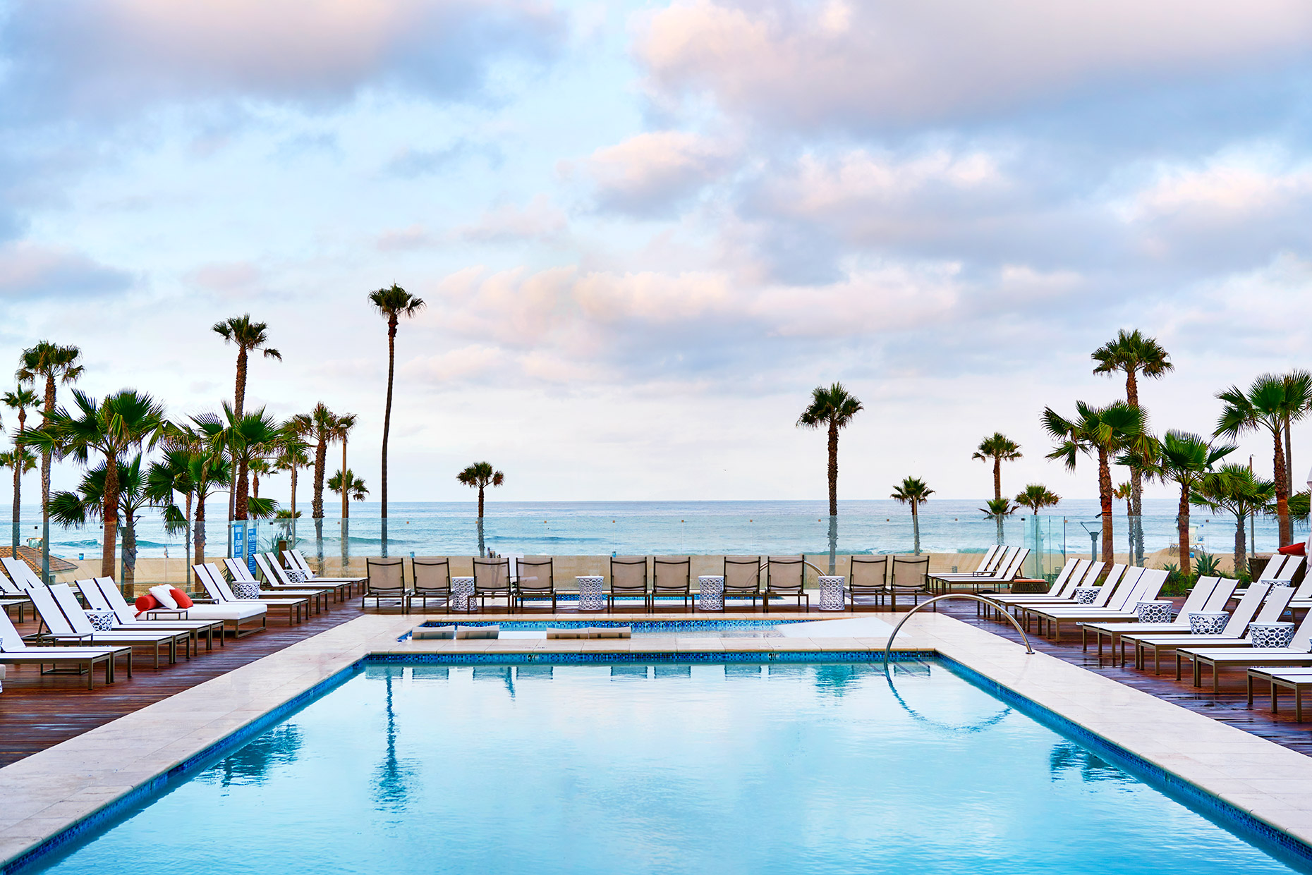 Pasea_Huntington_Beach_pool_dawn