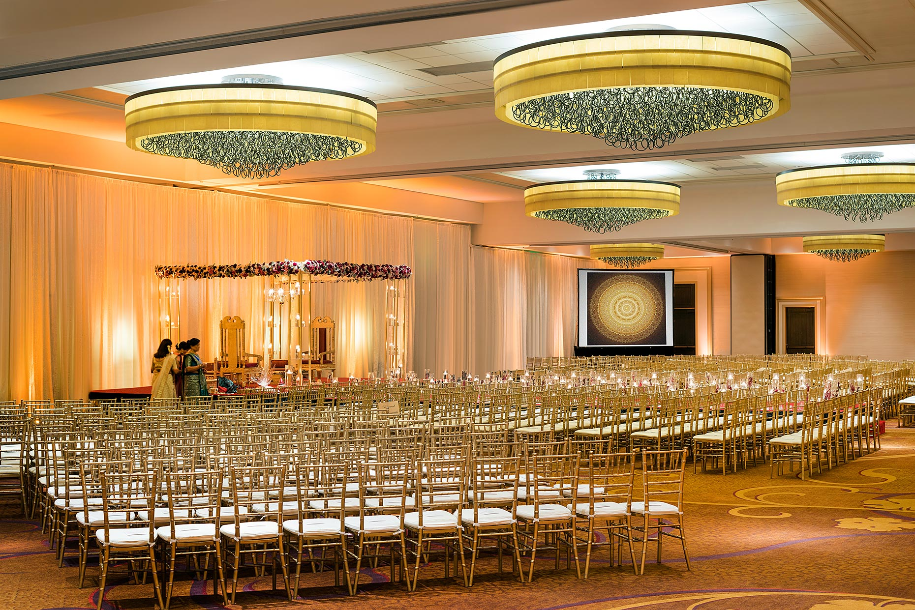 OAKSR_Ballroom_Indian_Wedding_with_screen